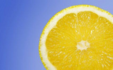 Witamina C skutecznie wspomaga leczenie nowotworu jelita grubego